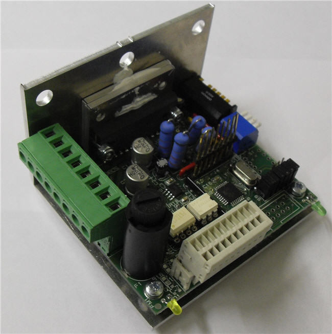 Azionamento step con software integrato per il controllo di piccole macchine o accessori